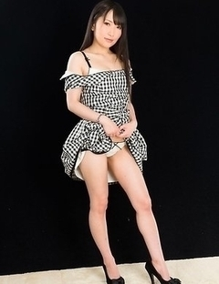 Angelic beauty Minami Sakaida posing naked and teasing with her sexy soles