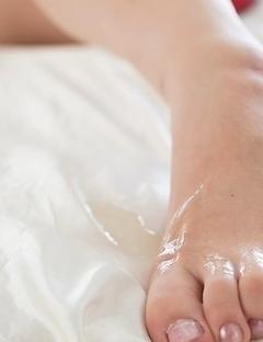 Oily booty beauty Yuka Shirayuki gets her feet and legs fucked in a lengthy scene