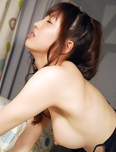 Akari Satsuki is the most passionate Asian model in the Internet