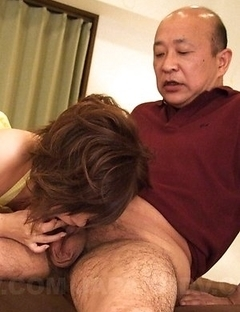 Kaede Oshiro gets cum in mouth after stroking
