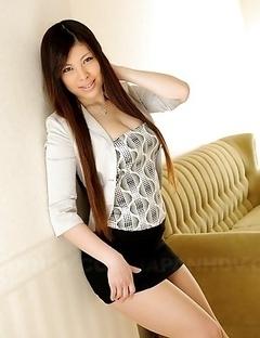 Erena Tokiwa bares her big tits