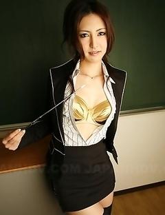 Julia Nanase unbuttons her shirt.
