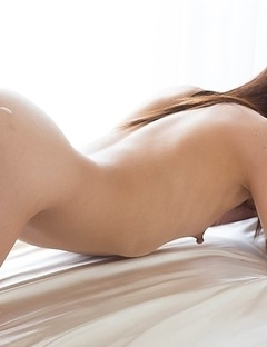 Ena Nishino poses naked on all fours before letting him worship her toes