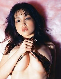 Sultry and stacked gravure idol chick Reon Kadena with big delicious boobs